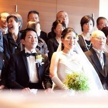 レストランで挙式の後には新しい家族で集合写真☆