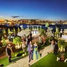 この夜景がお2人の結婚式の演出になる。