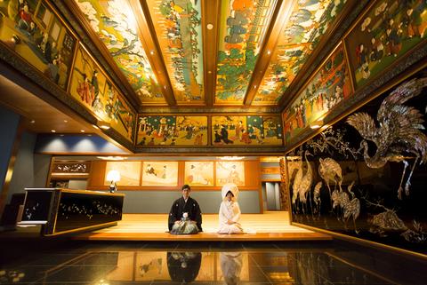 【和室玄関】前撮り撮影でも人気のスポット。花嫁が佇むだけで絵になる場所