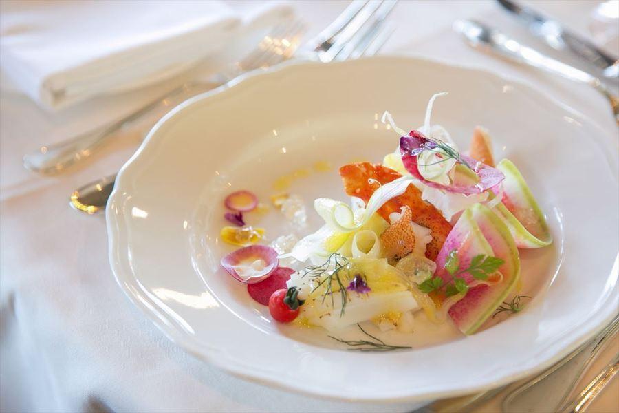 大磯スズキのカルパッチョと湘南野菜の菜園風