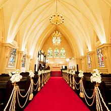 横浜・みなとみらいエリア屈指の大聖堂で【挙式+会食】