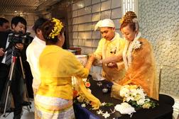 ミャンマー式の結婚式を