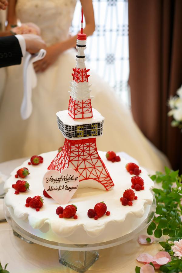 東京タワーを乗せたケーキ