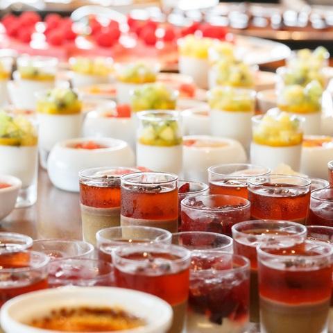 パティシエ手作りの季節のスィーツやフルーツはゲストへの最上のおもてなしに