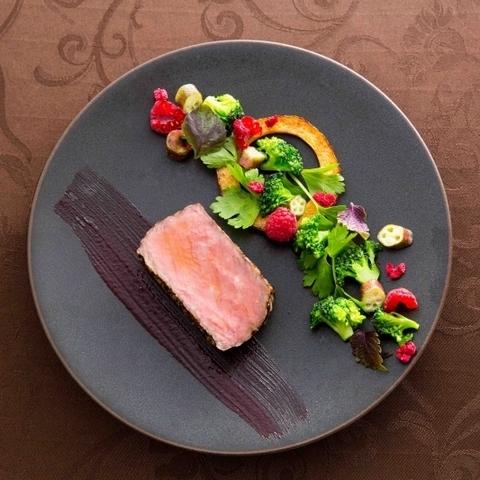 レストランとしても好評の美食を堪能