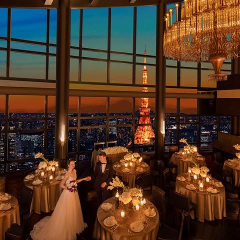 天井高13m、85名着席可能の開放的なパーティ会場