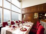 眺望のよいホテル28階の会場でお料理をおたのしみください