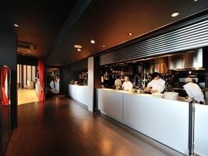 オープンキッチンは次の料理への期待感が高まります