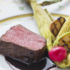 足柄牛のロースト 季節の野菜と赤ワインソース
