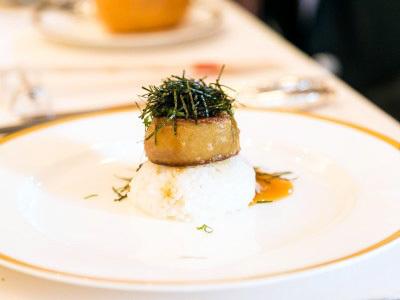 アルピーノの婚礼メニュー名物フォワグラ丼です。