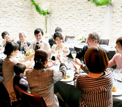 リーズナブルでありながら、料理が美味しいレストランで人気です