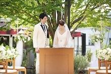 ガーデンでの家族挙式も可能!