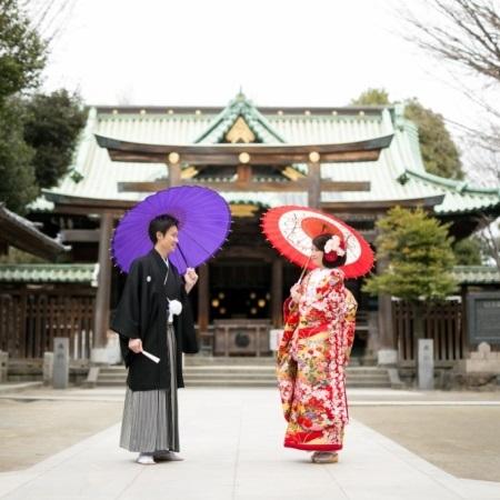 <牛嶋神社+新郎新婦+和傘>念願だった本格神社挙式が叶います