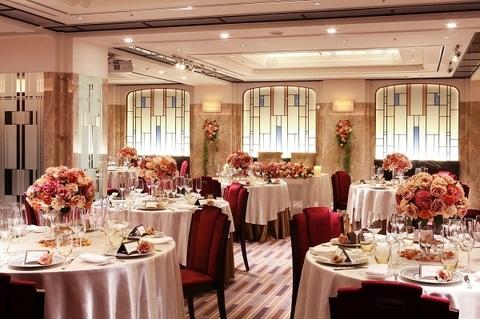 アールデコ・デザインをモチーフにヨーロッパ邸宅のダイニングのような披露宴会場 最大90名様着席可能