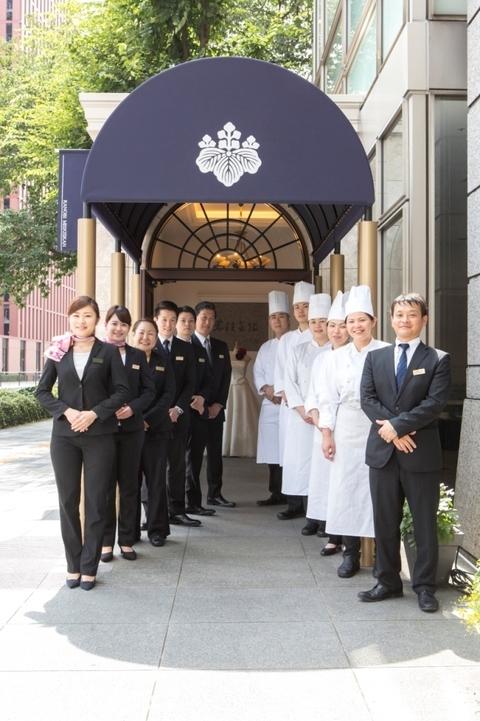 迎賓の心でお出迎えする、スタッフのサービスと、 感謝の心を込めた、お料理へのこだわりが自慢です。