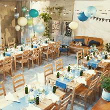 地下のパーティースペースは着席も立食も自由自在!