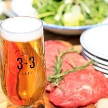 ジューシーなお肉や新鮮なお野菜をビュッフェ形式で楽しめる!