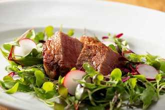 メインのお肉料理は厳選された和牛のみを使用しています