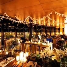 夜景に包まれたナイトウェディングは大人気!雰囲気最高!