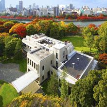 ふたりの結婚式の舞台になるのは4000坪の壮麗な庭園