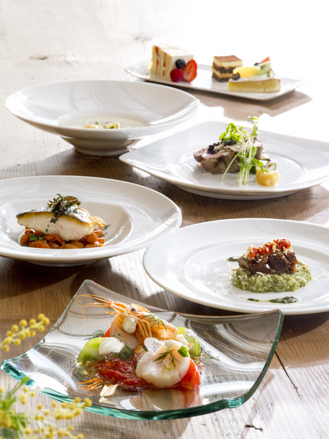 旬の食材や神戸ならではの食材を使用したお料理は季節毎にメニューチェンジ♪神戸牛もメインにご用意しております。