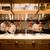 オープンキッチンから漂うお料理の演出