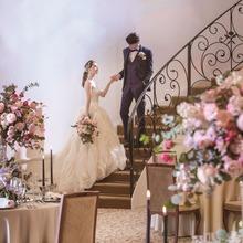 らせん階段はドレス姿をあらゆる角度から美しく魅せてくれる