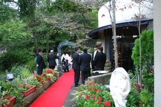 ガーデンまたはレストランメインダイニングで人前式