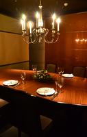 シャンデリアのある上品な個室でお食事会