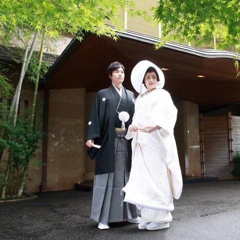神社へのご出発前に玄関での1枚いかがでしょうか?