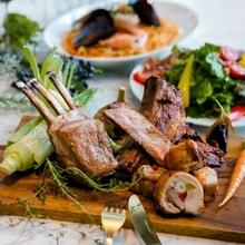 ビーフ、ラム、ポークスペアリブなどお肉てんこ盛りウェディング