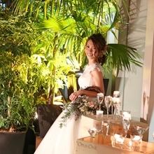 自然光溢れるシックな会場で行うレストランウエディング♪