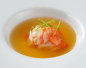 オマール海老のコンソメスープ