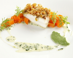 天然真鯛のクロカン 春菊のブールブランソース