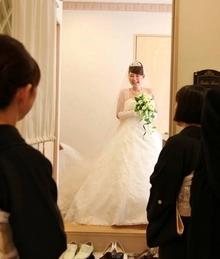 家族が結婚の承認を行うスタイル・アットホーム人前式