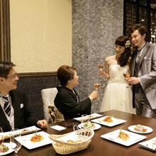 おふたりとゲストとの距離感を感じさせないご結婚式を。
