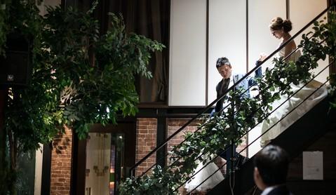 お洒落な階段からの入場