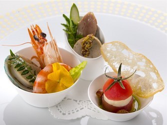 和洋のジャンルを超えた創作的な季節感あふれるお料理