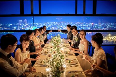 煌めく夜景の中、ワンランク上のオシャレなお食事会