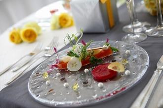 四季折々の食材を贅沢に用いたフルコースでおもてなし