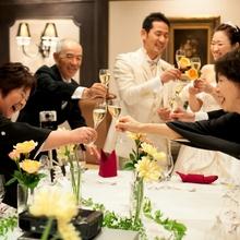 "VIP ROOMにて""家族との乾杯""。会食の始まりです*"