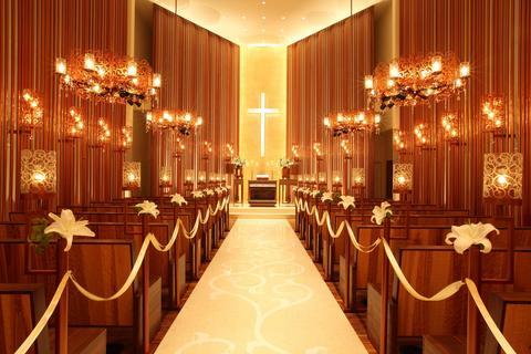 大階段を上がった先には教会が…