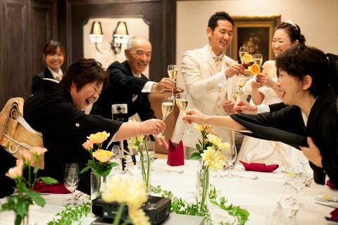 ご家族様での会食ではアットホームに乾杯を。