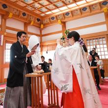 館内神殿ではなく本格的な神社で行う挙式が叶います☆
