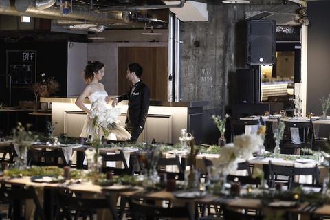 ゲストが会場内に入ると歓声が上がるのが想像できるクリエイティブな空間