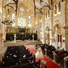 大切な家族や友人と一緒に挙げる感動挙式を大聖堂で実現!