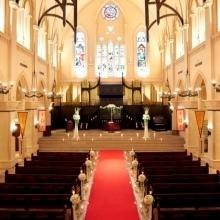 アンティークステンドグラス輝く本格大聖堂で上げる感動挙式