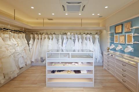 豊富な種類のドレスの中から運命の1着をセレクトして。ドレスに合わせて小物もセレクト!