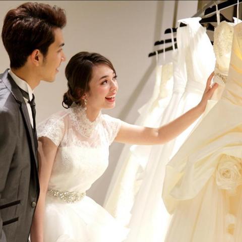 どんなドレスが似合うかな?彼と一緒にドレスをセレクトしましょう!