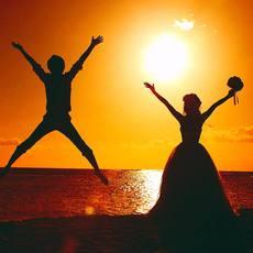 ビーチサイドの夕陽フォトは最高の想い出になります